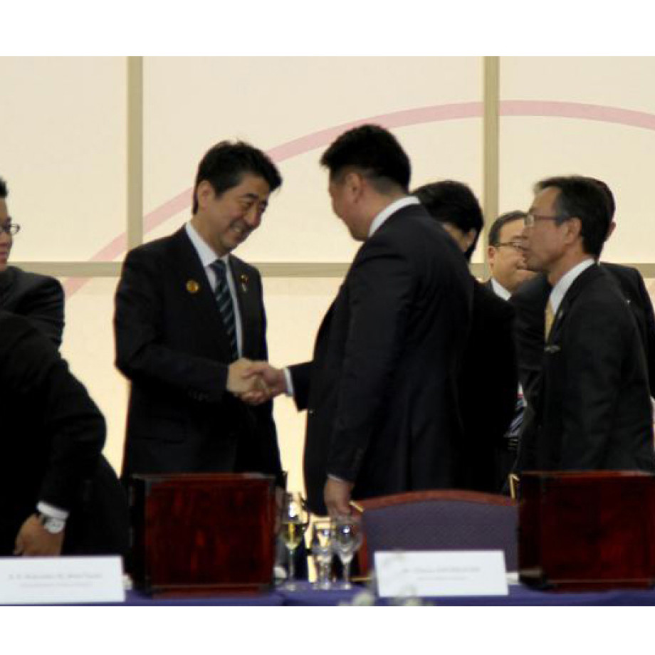 Шадар сайд У.Хүрэлсүх Японы ерөнхий сайд Ш.Абэ болон Гамшгийн удирдлагын төрийн сайд Э.Яматани нартай уулзлаа