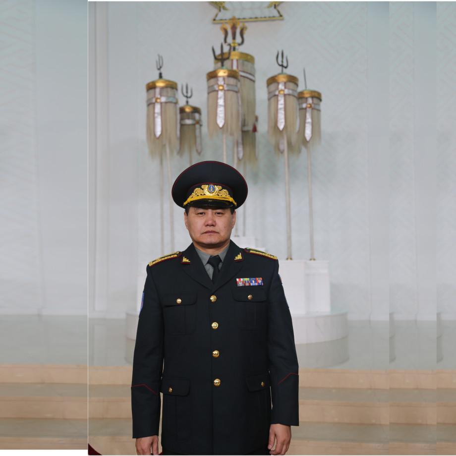 Онцгой байдлын албаны бие бүрэлдэхүүн анхны бригадын генералаа угтан авлаа