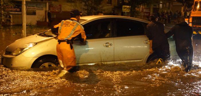 Хүчтэй аадар борооны улмаас хотын зүүн хэсэг усанд автав