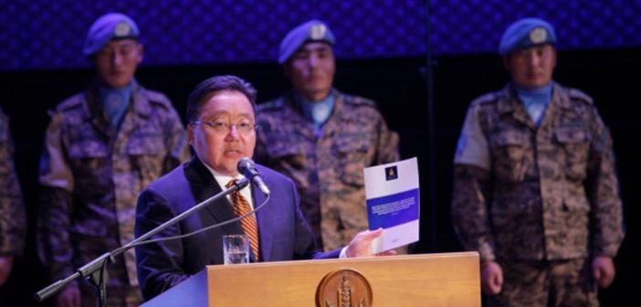 Монгол Улсын Батлан хамгаалахын багц хуулийг хүлээлгэн өглөө