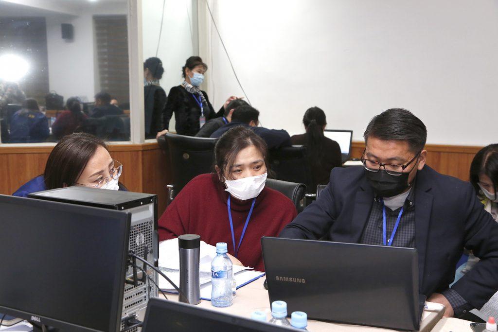 """J1A7801-1024x683 """"Шуурхай штаб""""-ын бүрэлдэхүүн 24 цагаар ажиллаж байна"""